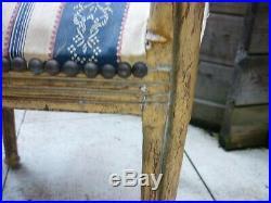 2 Chaises en bois doré style Louis XVI, dossier plein en bois doré