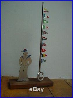 ART DECO SUDRE marin et son mat porte drapeau sur socle bois