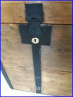 Ancien Grand Coffre Malle Voyage Bois Bombé 1920. Fermetures cuivre + clé