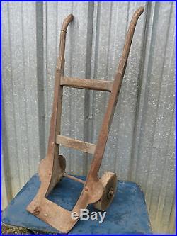 Ancien diable roues en bois art populaire deco chalet queyras savoie charbon