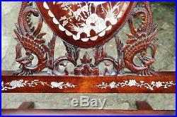 Ancien fauteuil asiatique en palissandre sculpté et incrustations de nacre
