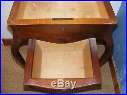 Ancienne Travailleuse Table De Couture En Bois A Tiroir / Couseuse / Bel Aspect