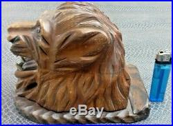 Ancienne boite à cigarettes lion en bois sculpté foret noir