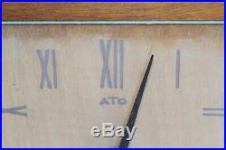 Ancienne pendule murale ATO numérotée, en palissandre 18 cm x 18 cm