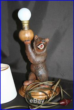 Belle lampe ours en bois sculpté sur socle bois (Forêt noire)