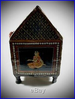Coffret rectangulaire en bois peint en polychromie et laqué Iran, vers 1900