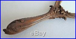 Face à main en bois sculpté décor de monstre marin miroir art populaire
