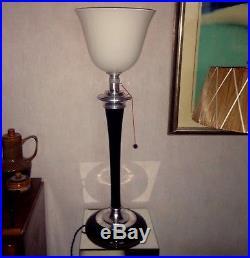 Lampe Mazda art deco originale aluminium poli, bois laqué noir et opaline