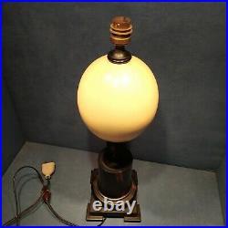 Lampe d'époque Art Déco en Ébène et oeuf d'autruche H. 45cm Anciennne. 1930