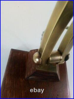 Lampe de bureau art déco en laiton, pied en bois