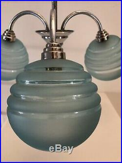 Lustre 3 Branches Art Deco Globes Verre Depoli Bleu Metal Chrome Et Bois