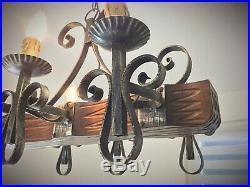 Lustre ancien vintage rustique de style médiéval en bois et fer forgé à 6 feux