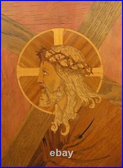Marqueterie d'art début XXe. Christ portant sa croix. Art Déco vers 1920