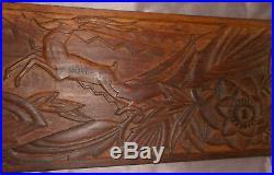 Panneau bas-relief en bois lourd sculpté Gazelle et fleur de style art déco
