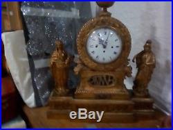 Pendule bois doreavec ses deux statuet de chaque cote tres belle et rare