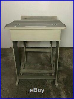 Pupitre / bureau d'écolier en bois gris clair patiné 1950/1960