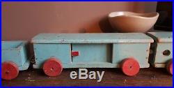 Rare jouet ancien vintage bois. Le train bleu Bauhaus art déco moderniste