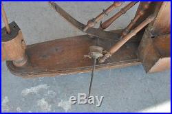 Rouet ancien ou fileuse époque XVIIIème en bois