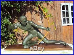 Statue Salvatore Melani L' Archer 1930 Art Deco En Platre Sur Socle En Bois