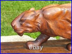 Superbe Lionne Art Déco en bois sculpté