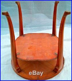 Table basse guéridon art-déco. Placage ronce de noyer. H60 cm. D60 cm 7 kg
