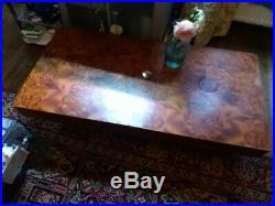 Table basse salon LOUPE DE BOIS précieux, très élégante