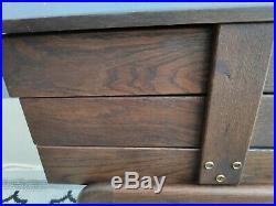 Travailleuse vintage en bois foncé, empiètement forme compas